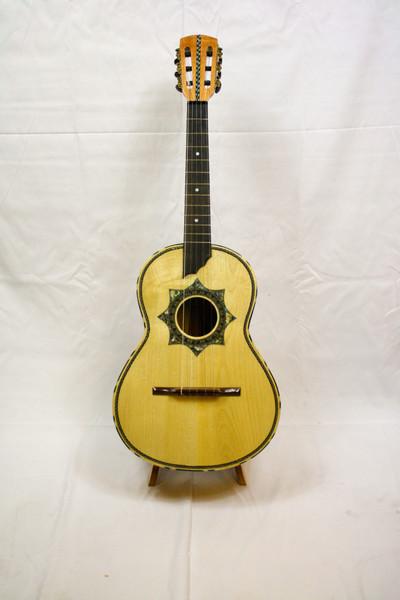 La Tradición Serenata Guitarra de Golpe