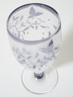 This Japanese traditional and flashed glass is carefully designed by a craftsperson. Please use this drinking vessel for your special sake drinking.