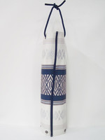 This can be used as an elegant bottle cover by wrapping a bottle of Japanese sake (720 ml) or wine (450 ml) .