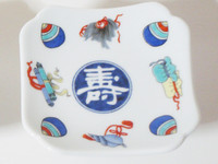 This is an Arita ware, sake nibble's plate with the design of good fortune. Many treasures and Japanese characters meaning good luck are drawn on this plate.
