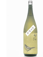 This sake offers a gentle dry flavor that expresses the flavor of rice with great care.