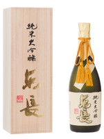 It was made with Yamada-Nishiki that was made by the Kurabito (worker skilled in the brewing of sake) himself and polished up to 35% very carefully with the limpid soft water from Taradake Mt. range.