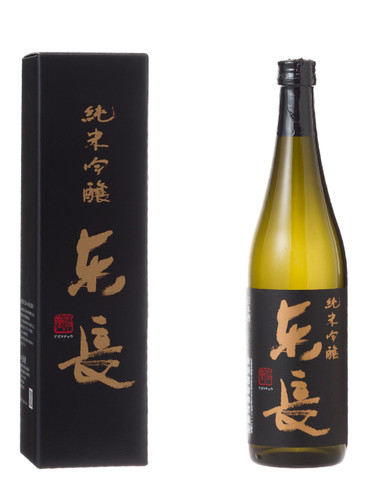 It was created with Yamada-Nishiki that was made by the Kuraudo (worker skilled in the brewing of sake) himself and Saga's flower and brewed gently and carefully with Ginjo style.  Local saga yeast SAWA-1 is also used for this sake. This sake has the characteristics of a gorgeous aroma and bulging umami.