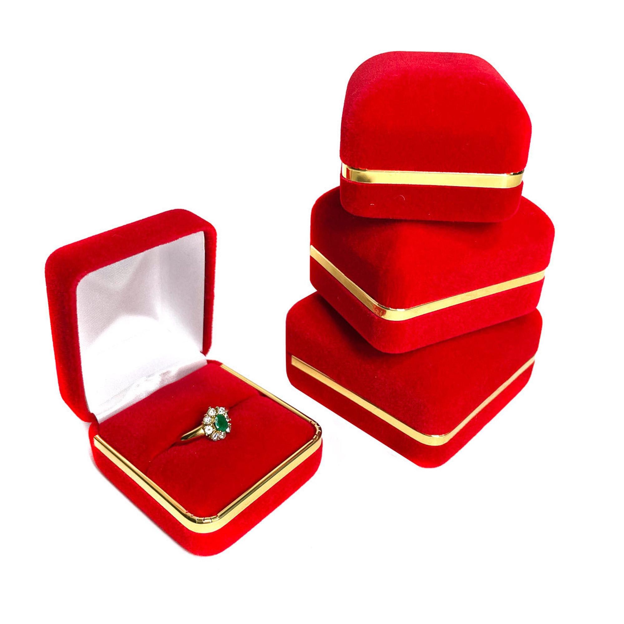 red-velvet-gold-trimming-gs-01-.jpg