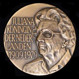 JULIANA QUEEN OF THE NETHERLANDS 1909-1979 SOESTDIJK PALACE Medal 50mm
