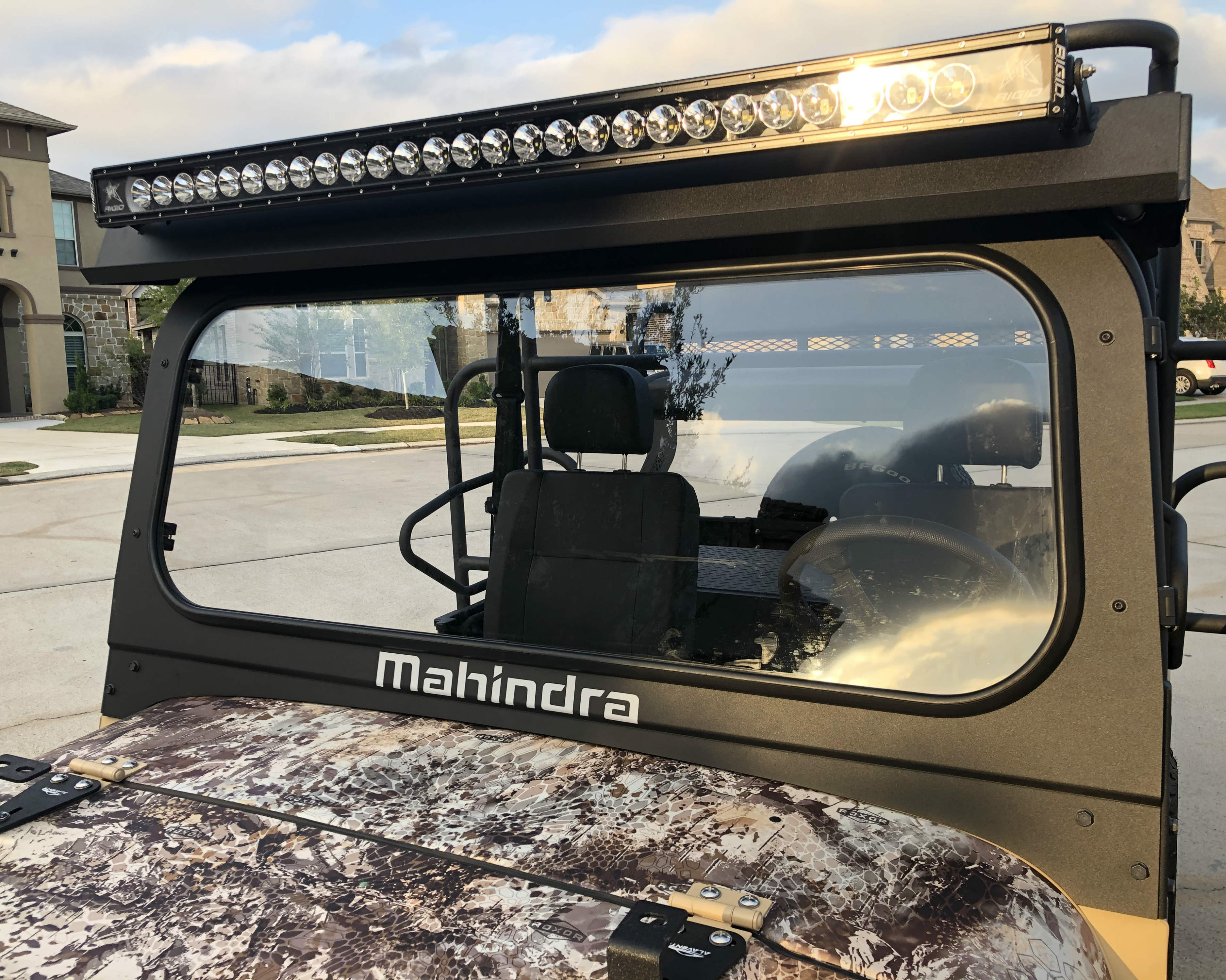roxor-mahindra-windshield-with-metal-roof-by-ranch-armor.jpg