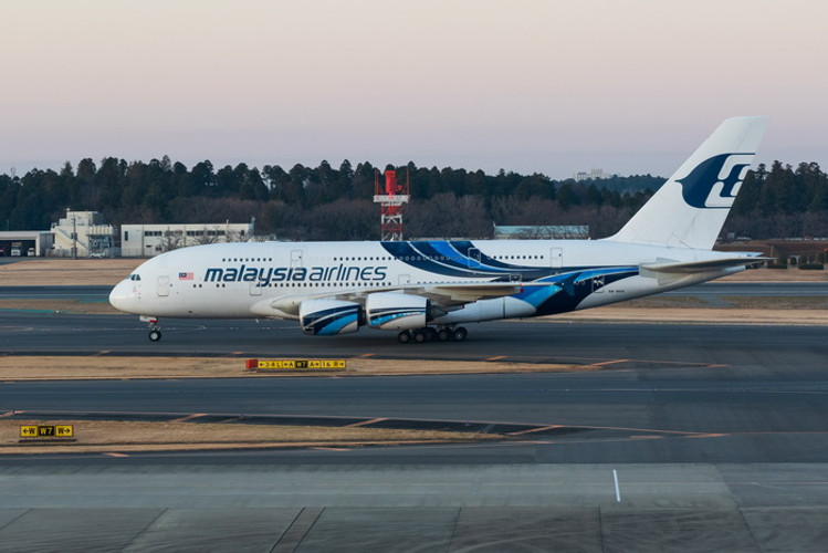 Phoenix Malaysia Airlines Airbus A380-800 9M-MNB 1/400 PH04341
