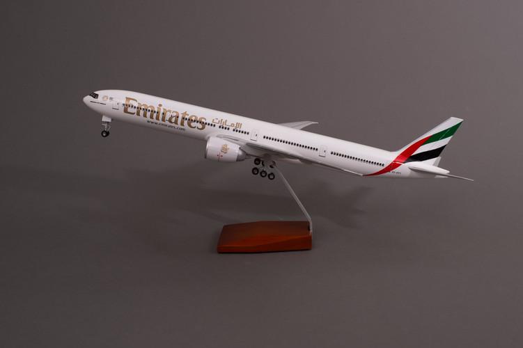 Emirates Boeing 777-300ER Resin Aircraft Model A6-EPY (47 cm) 1/160