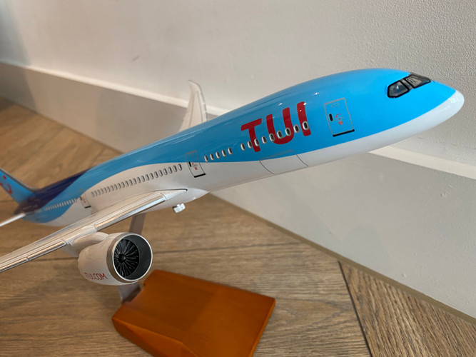 TUI Boeing 787-9 Resin Aircraft Model G-TUIL (42 cm) 1/160
