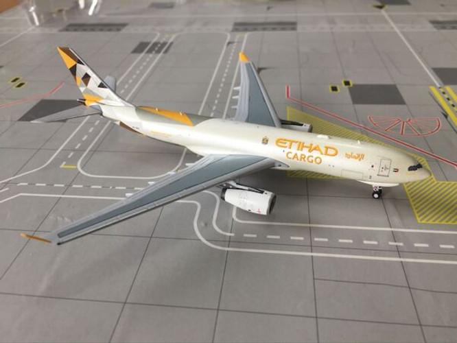 Panda Models Etihad Airways Cargo Airbus A330-200F A6-DCE 1/400