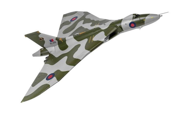 Corgi Avro Vulcan B2 XM650 Waddington Wing RAF Waddington Lincolnshire 1972 - 1/72 -AA27205