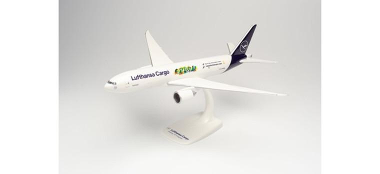 """Herpa Lufthansa Cargo Boeing 777F """"Cargo Human Care"""" – D-ALFI """"Buenos Días México"""" 1/200 613354"""