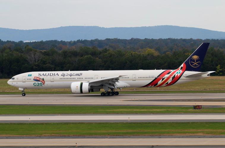 Phoenix Saudi Arabian Boeing 777-300ER HZ-AK42 1/400