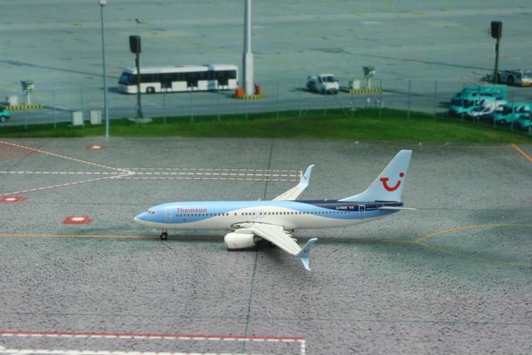 Phoenix Thomson Airways Boeing 737-800 'Scimitar Winglets' G-FDZE 1/400