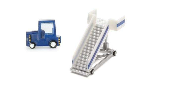 Herpa 2 Passenger Stairs + Tractor 1/200 551861