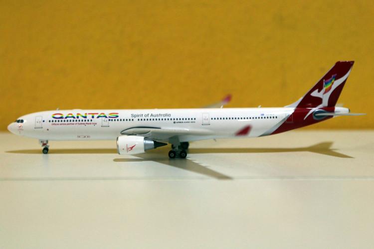 "Phoenix Airbus A330-300 ""RainbowRoo"" VH-QPJ 1/400"
