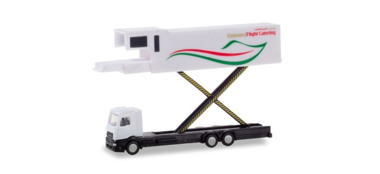 Herpa Emirates Flight Catering – A380 Catering truck 1/200 559607