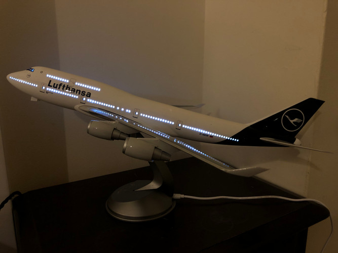 LED Wings Lufthansa Boeing 747 1/160 Model Aircraft