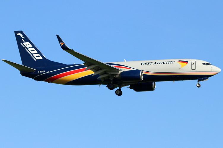 Phoenix West Atlantic Boeing 737-800 G-NPTA 1/400