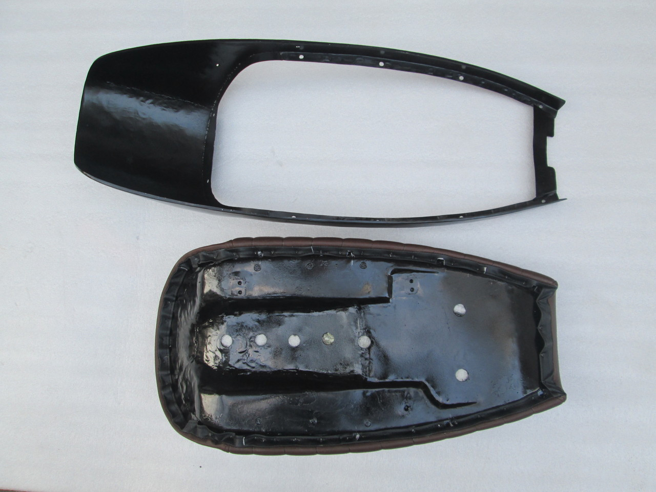 BMW R100 complete seat with metal cowl #4171