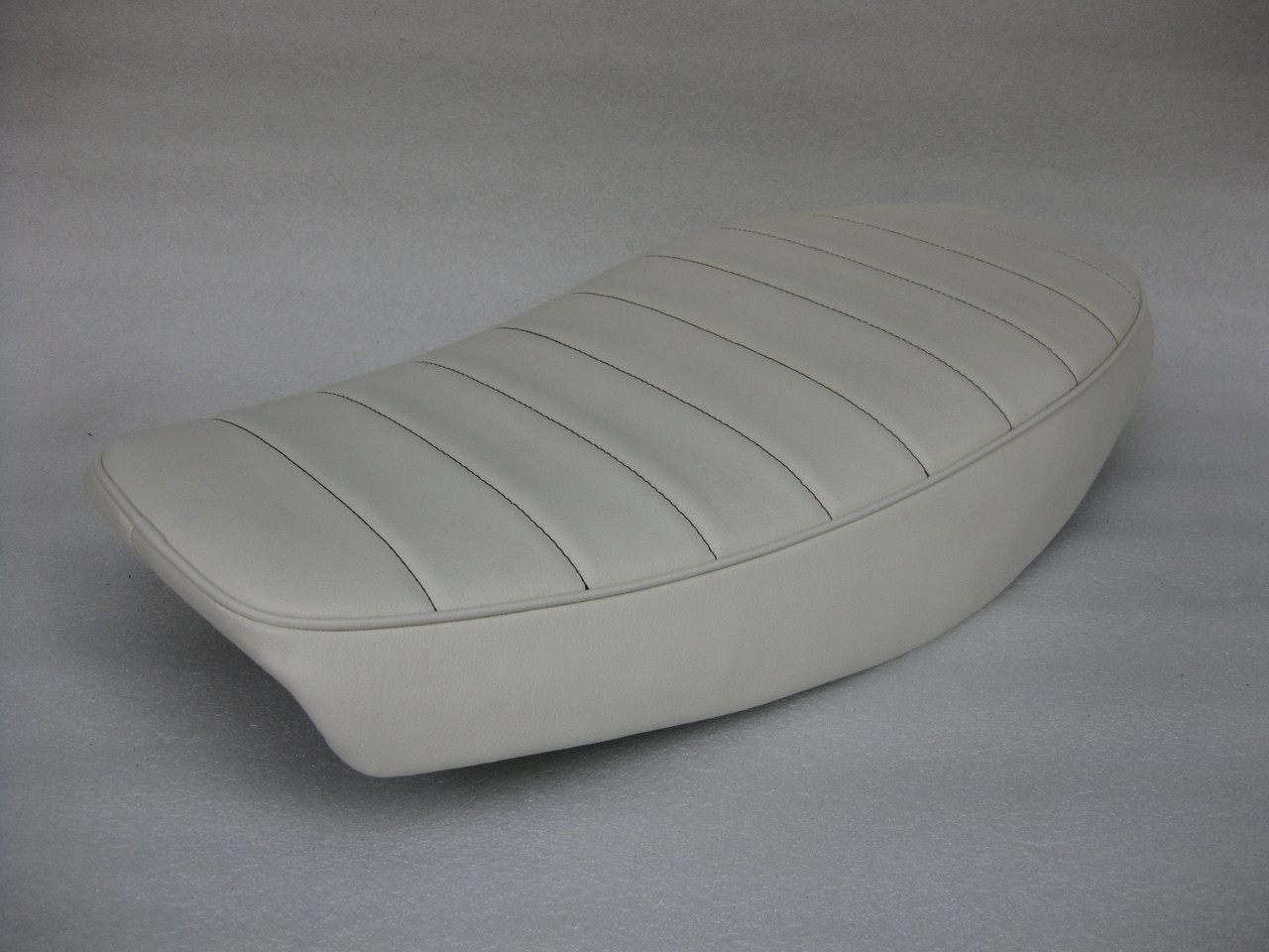 Cafe seat for Yamaha XS400 Special Powder coated Modified seat pan 1981 - 1983  #4372