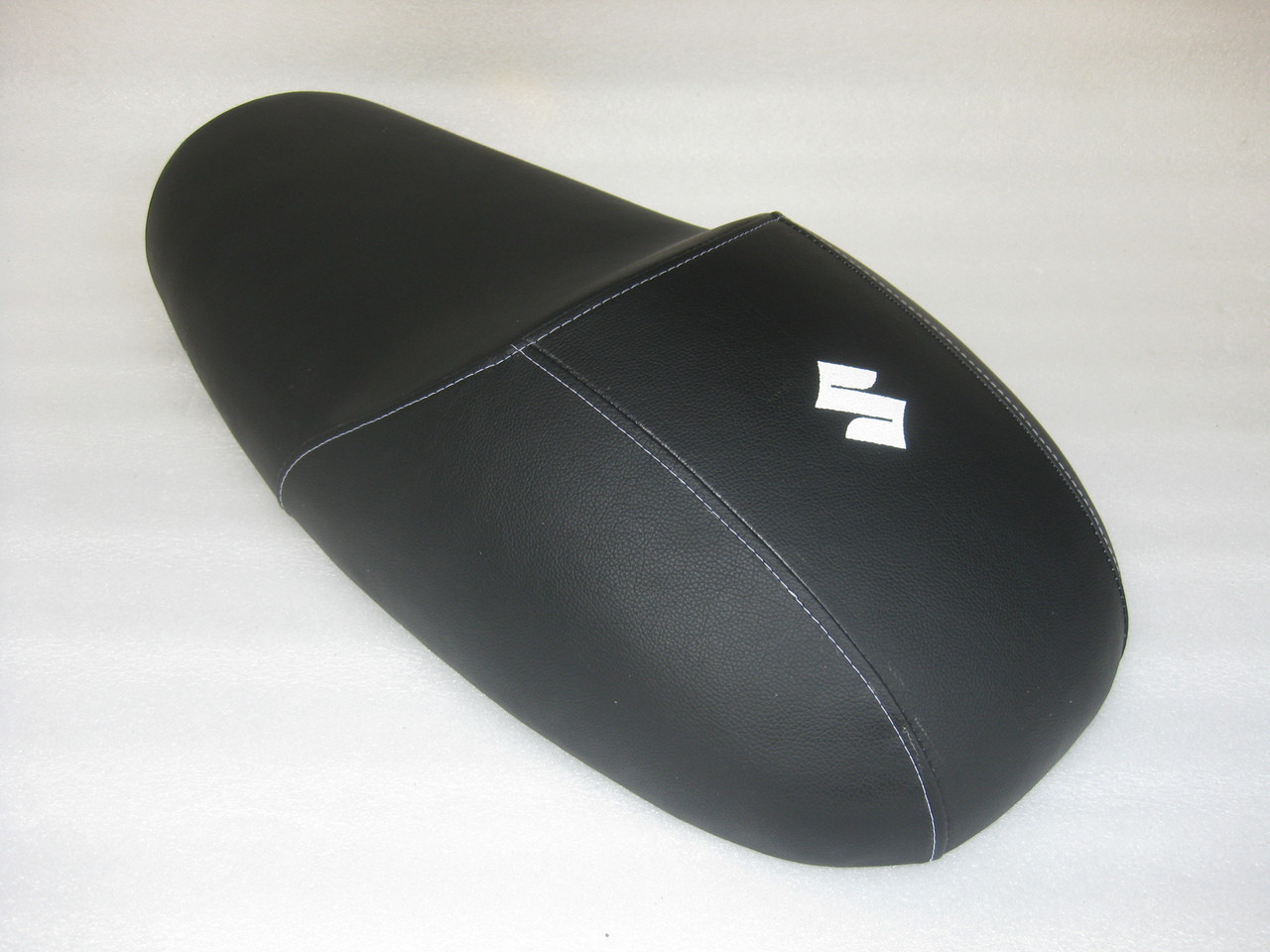 Suzuki T500 cafe racer seat reproduction to NOS pan #4388