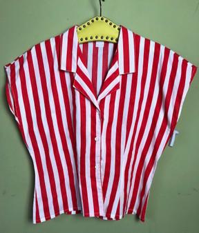 Camisa Vermelha com Riscas Brancas Anos 80