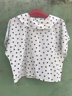 Blusa Branca com Bolinhas Pretas dos Anos 80