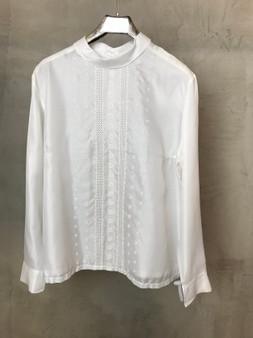 Blusa Branca Bordada com Gola Redonda