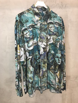 Camisa 90s Abstracta Tons de Verde com Faces