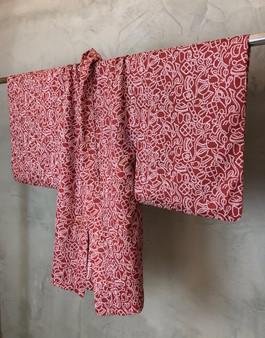 "Kimono Japonês Vermelho com Print ""Maori"""