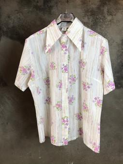 Camisa Branca com Flores dos Anos 70