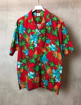 Hawaiian Shirt Vermelha com Hibiscos e Ananases