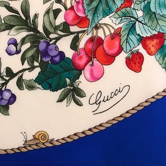 "Lenço em Seda GUCCI Vittorio Accornero ""Frutas e Insetos"" // GUCCI Vittorio Accornero Silk Scarf ""Fruits and Insects"""
