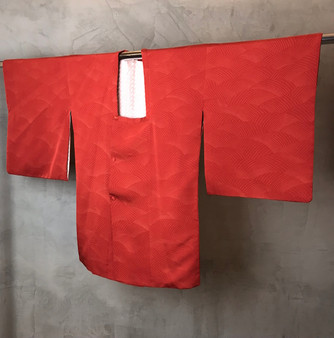 Kimono Japonês Cor de Tijolo com Padrão Abstracto