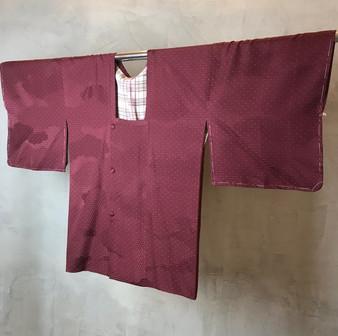Kimono Japonês em Tons Púrpura com Pequenos Hexágonos