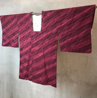 Kimono Japonês em Tons Púrpura com Print  Abstracto