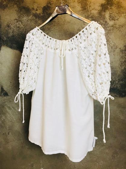 Blusa Branca com Bordados