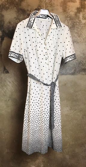 Vestido Foxy Anos 70 Branco com Pétalas