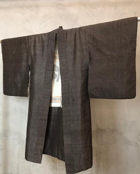 Kimono Japonês Castanho com Forro  Colorido