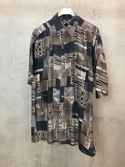 Camisa Print Abstrato em Tons Cinza 90s