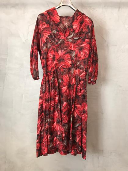Vestido de Flores Vermelhas dos Anos 50