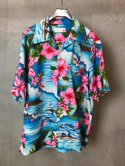 Hawaiian Shirt Azul com Cabanas e Mar