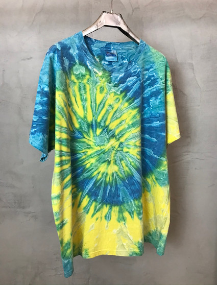 T-Shirt Tie & Dye Azul Amarelo e Verde