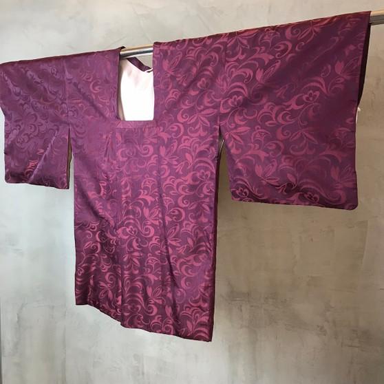 Kimono Japonês em Tons Púrpura com Print de Plantas