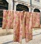 Kimono Japonês Bege com Folhas Coloridas