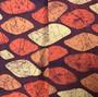 Kimono Japonês com Padrão de Folhas em Tons Terra