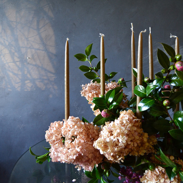fos-candles-styled-with-kenzans-and-flowers