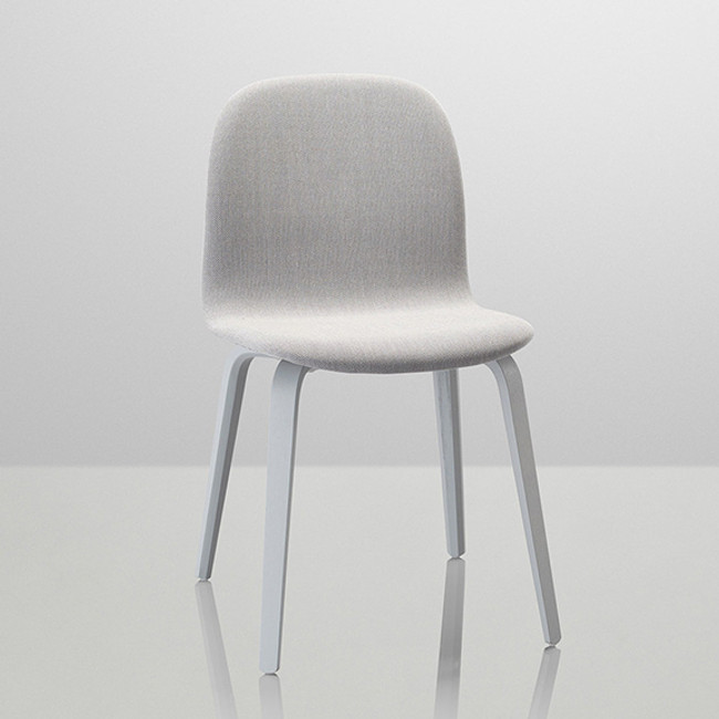 Muuto Visu Wood Base Chair Upholstered in Grey/Steelcut Trio 133