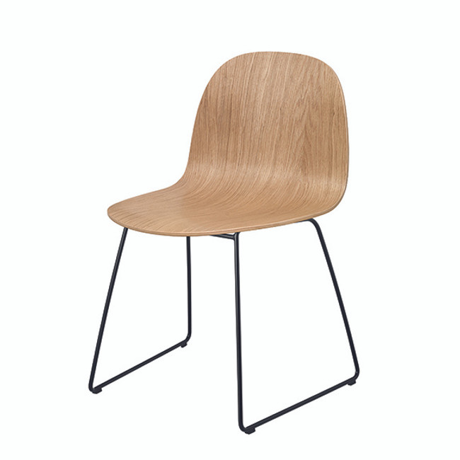 Gubi 2D 5 Sled Base Chair in oak seat / black base